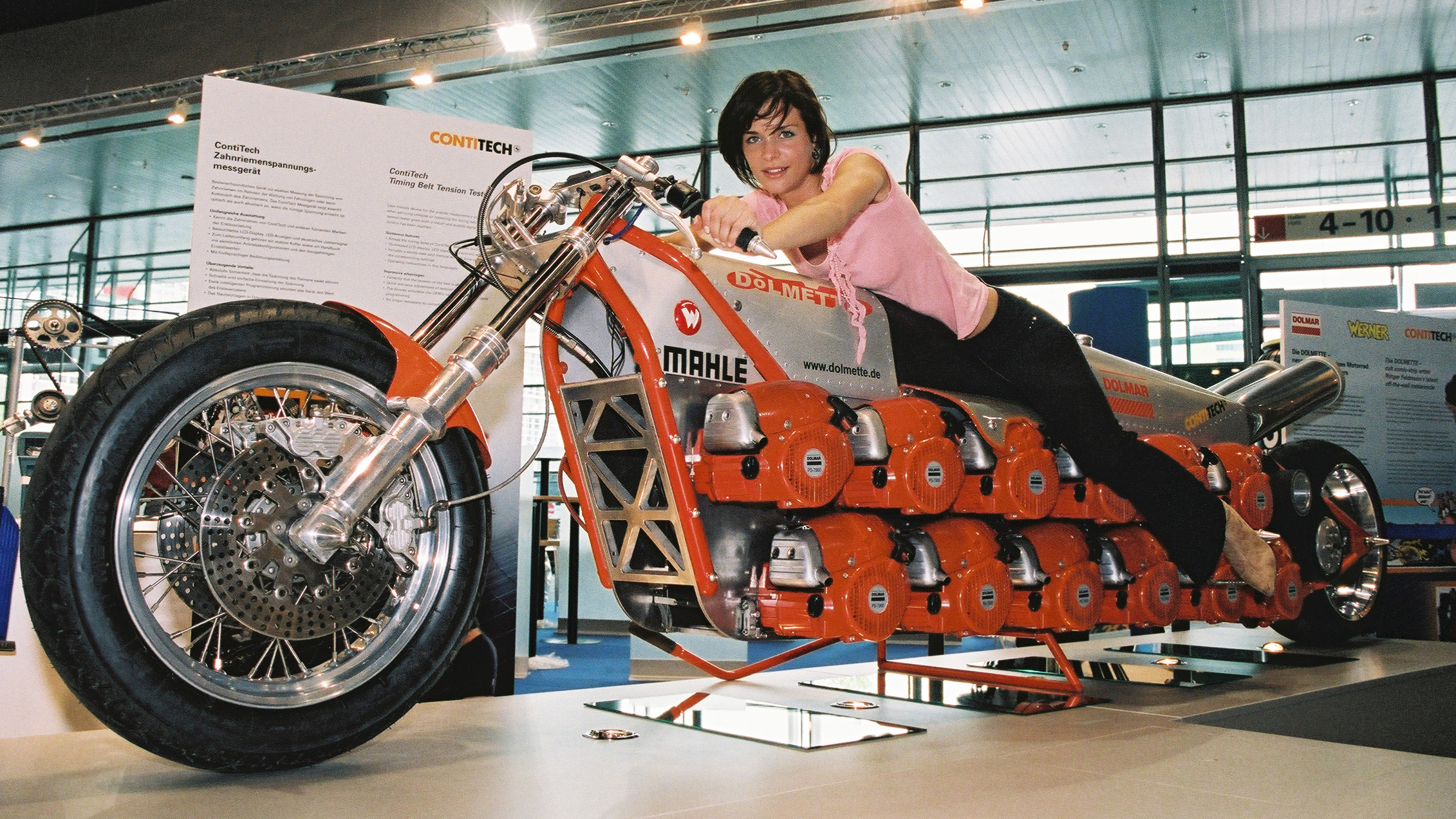 The 'Dolmette' motorcycle exhibited in 2004 is powered by 24 chainsaw motors.